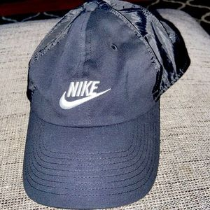 Women's black NIKE hat